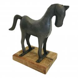 Horse on stand steel (5966)